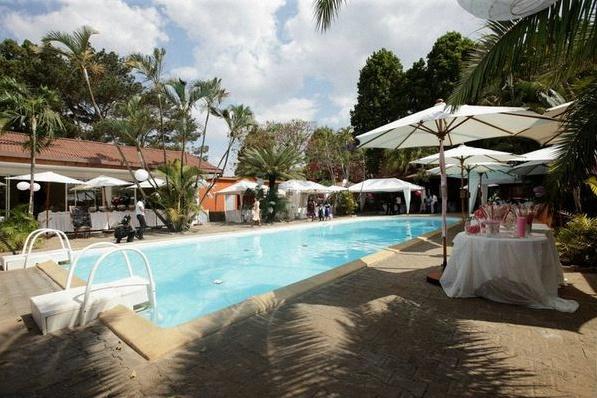 mariage autour d'une piscine