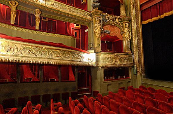 Le Grand Restaurant Theatre