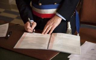 Les Pacs seront désormais signés en mairie et non plus au tribunal