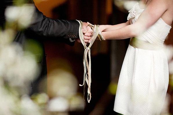 rituel cérémonie d'engagement rubans handfasting