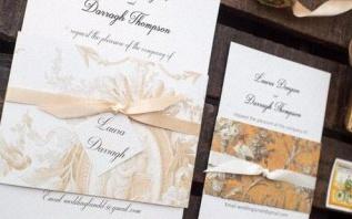 Une décoration de fête originale et bon marché avec du papier peint