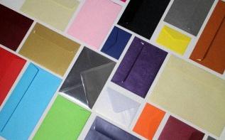 Faire-part de Pacs : comment décorer ses enveloppes ?