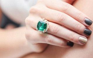 Une bague de fiançailles émeraude : une alternative au diamant